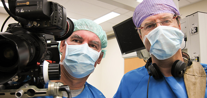 "With Peter Lataster in an operating-room of the NKI for ""Morgen zien we weer"" by Petra & Peter Lataster"